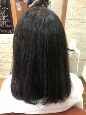 成人式を来年にひかえて髪の長さやすきバサミを使わずに質感を変える