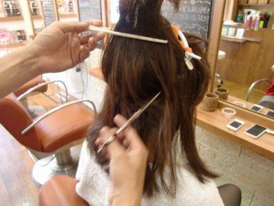 パーマは手ぐしで仕上げることができれば毛先はふわっと可愛くなります